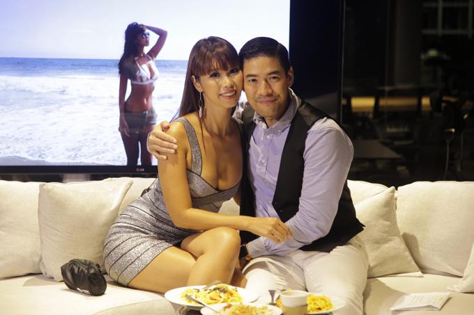 ha-anh-khoe-vong-1-sexy-khi-ghi-hinh-talkshow-tai-thai-lan-3