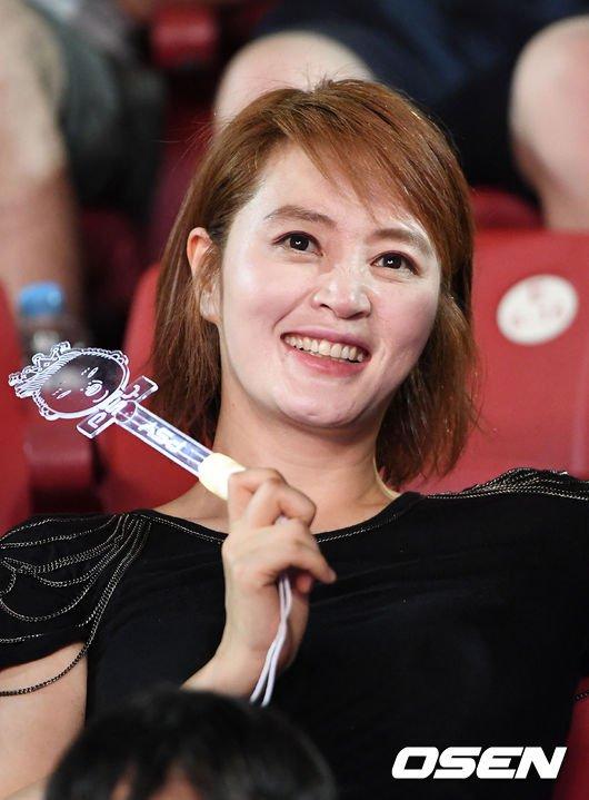 my-nhan-khong-tuoi-kim-hye-soo-cuong-nhiet-nhun-nhay-tren-khan-dai-3