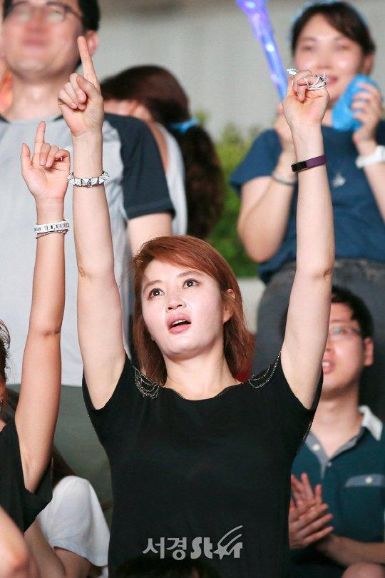 my-nhan-khong-tuoi-kim-hye-soo-cuong-nhiet-nhun-nhay-tren-khan-dai-2