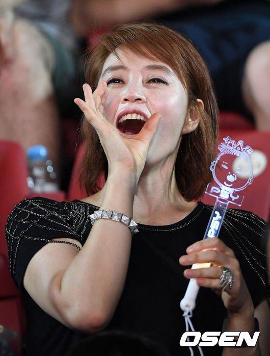 my-nhan-khong-tuoi-kim-hye-soo-cuong-nhiet-nhun-nhay-tren-khan-dai-4