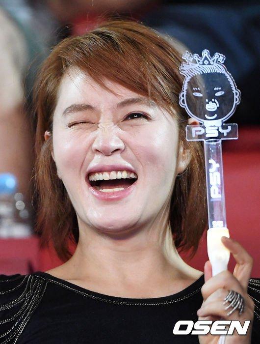 my-nhan-khong-tuoi-kim-hye-soo-cuong-nhiet-nhun-nhay-tren-khan-dai-6