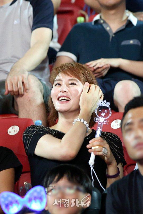 my-nhan-khong-tuoi-kim-hye-soo-cuong-nhiet-nhun-nhay-tren-khan-dai-1