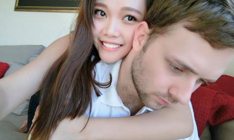 Chàng trai Australia ngọng nghịu nói tiếng Việt để chiều lòng bạn gái
