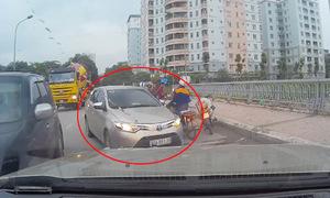 Tài xế ôtô kiên quyết ép lùi xe chạy sai làn đường