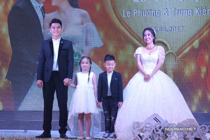 le-phuong-hon-trung-kien-say-dam-truoc-mat-con-trai