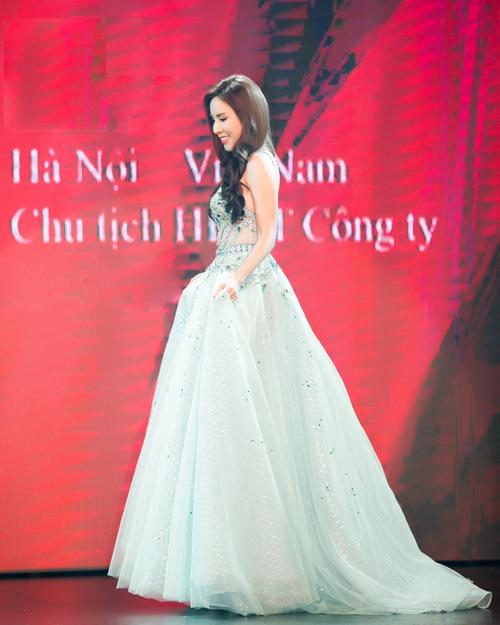 hoang-dung-dang-quang-mrs-ao-dai-vietnam-5