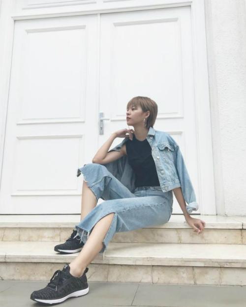 sao-viet-bien-hoa-phong-cach-voi-giay-sneaker-3