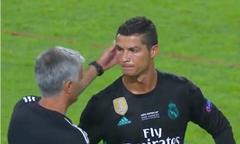 HLV Mourinho và C. Ronaldo bắt tay, vỗ vai khi gặp lại nhau