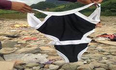 Tặng áo bơi cho người dân vùng lũ và câu chuyện làm từ thiện