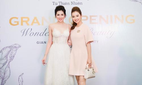 Jennifer Phạm, Tú Anh 'đọ sắc' tại sự kiện