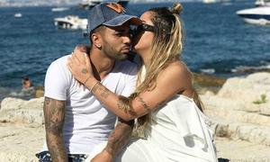 Em gái Neymar tình tự với bạn trai trên bờ biển