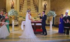 Chú rể hát tặng cô dâu trong ngày cưới khiến mọi người xúc động
