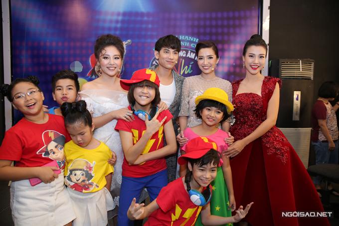 van-mai-huong-bich-phuong-make-up-ky-luong-truoc-gio-len-song-5