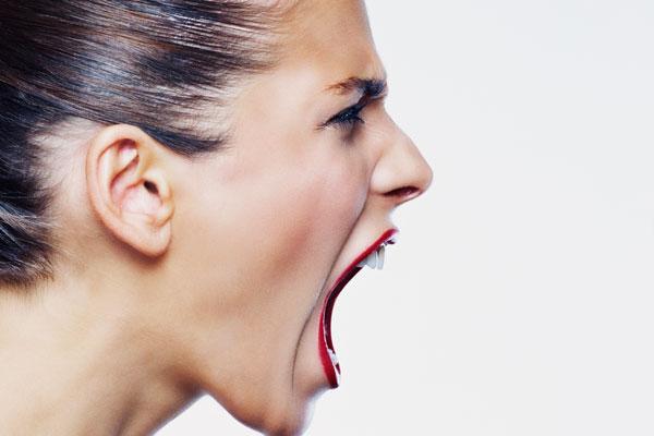 Không được ăn no khiến bạn dễ mất bình tĩnh, nổi cáu hay có những cảm xúc tiêu cực.