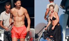 Bà xã U50 của Ibrahimovic khoe dáng với bikini