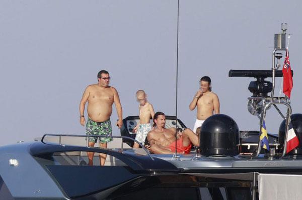 ba-xa-u50-cua-ibrahimovic-khoe-dang-voi-bikini-9