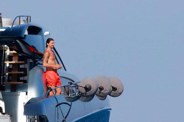 ba-xa-u50-cua-ibrahimovic-khoe-dang-voi-bikini-8