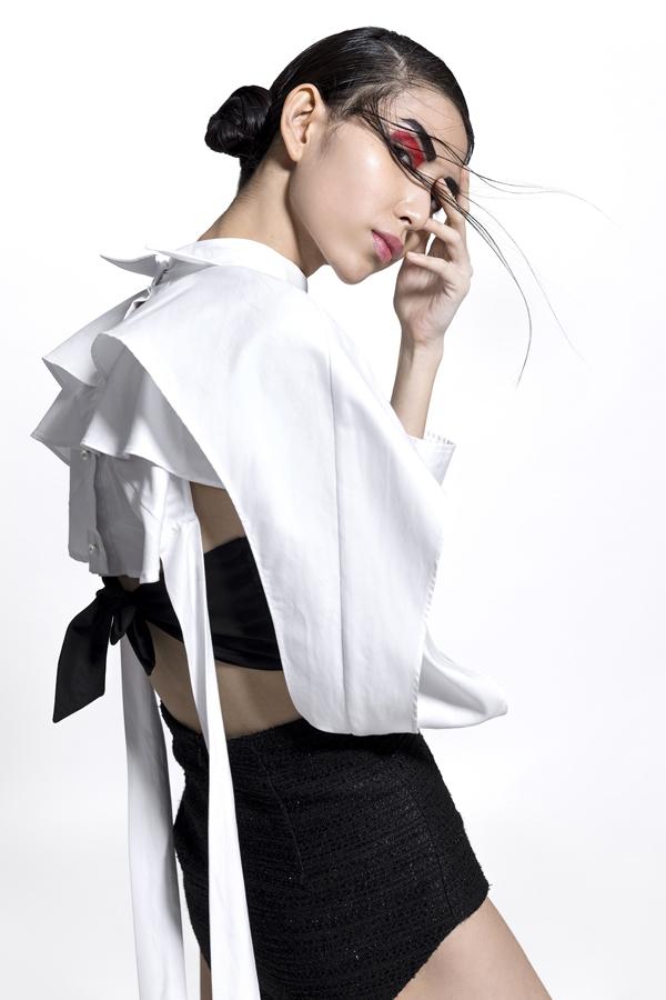 Ngoài vẻ đẹp của người phụ nữ hiện đại, top 7 của chương trình người mẫu Việt Nam Vietnams Next Top Model All Stars 2017 đã thể hiện được sự quyến rũ, hờ hững nhưng vẫn thanh nhã và vô cùng tinh tế.