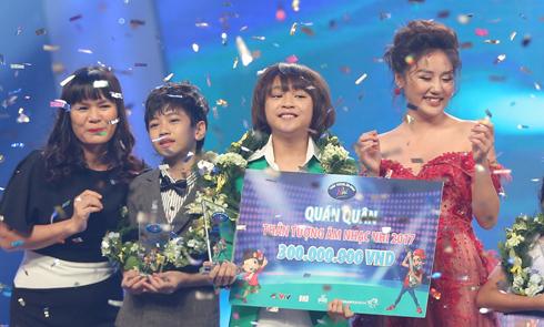 Cậu bé Thiên Khôi 12 tuổi là quán quân Vietnam Idol Kids 2017