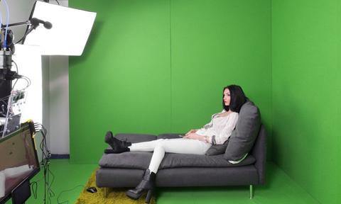 Thế giới ngầm trong căn phòng có các cô gái tiếp khách qua webcam