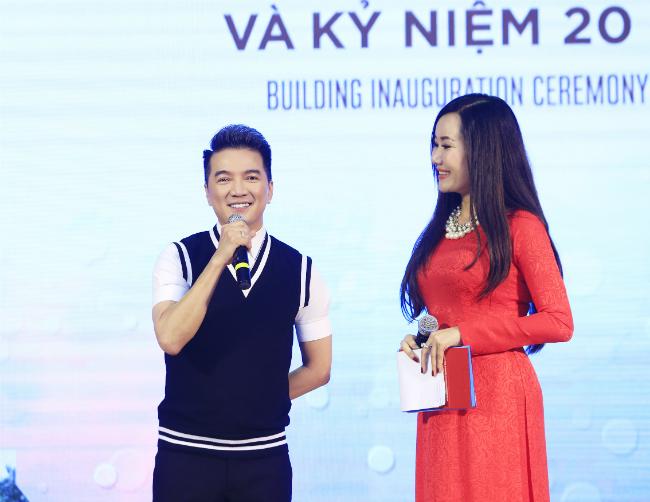 Nguyệt Ánh cũng được mời làm MC chính trong buổi lễ cùng với MC Vũ Mạnh Cường.