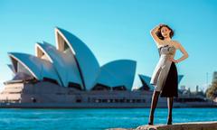Hoa hậu Hải Dương khoe dáng trên đường phố Australia