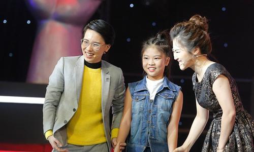 4 huấn luyện viên ra sức tranh giành cô bé được ví như 'tiểu Diva'
