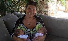 Hai con C. Ronaldo được bà nội lo giữ cuống rốn