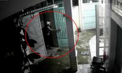 Trộm cài chốt cửa đàng hoàng sau khi lấy trộm xe máy