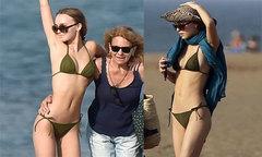 Con gái 18 tuổi của Johnny Depp mặc bikini sexy khoe dáng trên bãi biển