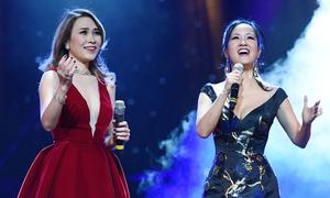 Hồng Nhung mặc váy Mỹ Tâm tặng dịp sinh nhật lên sân khấu