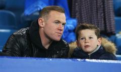 Lý do Rooney bị vợ cấm đi xem con trai đầu đá bóng