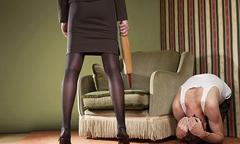 Không chịu làm 'chuyện ấy', chồng bị vợ quật tím người