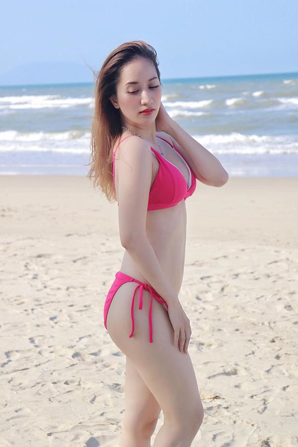 gai-mot-con-khanh-thi-dien-bikini-khoe-dang-nuot-na-1