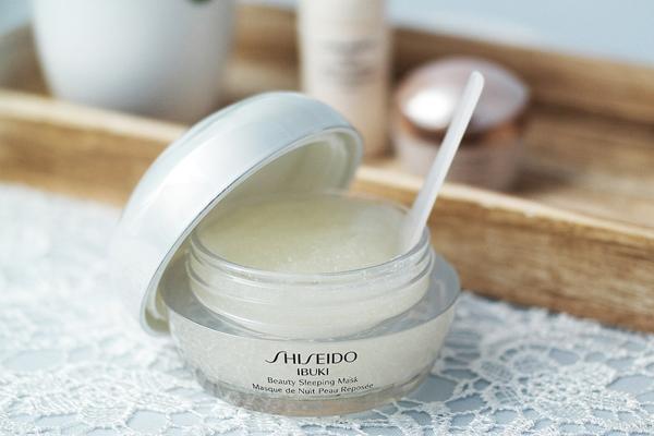 Shiseido Ibuki Beauty Sleeping Mask Mặt nạ ngủ của Shiseido ới công thức từ Vitamin E và Vitamin C nhẹ nhàng giúp trẻ hóa làn da mệt mỏi xỉn màu, khiến da trông tươi sáng và rạng rỡ.