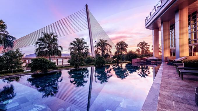 là đặc quyền riêng cho khách đặt phòng deluxe và suite, hệ thống gym hiện đại, hồ bơi ngoài trời và Kids lounge dành cho trẻ em.