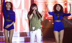 Phương Thanh mặc áo rách tả tơi lên sân khấu
