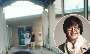 Vợ chồng Bae Yong Joon và con trai lần đầu cùng nhau lộ diện