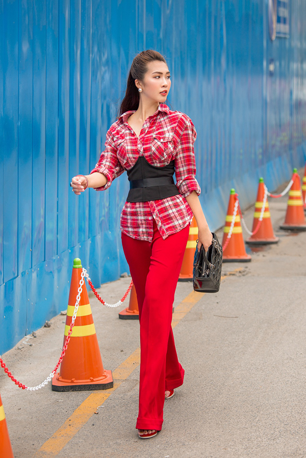 tuong-linh-the-face-khoe-street-style-voi-tong-mau-noi-bat-4