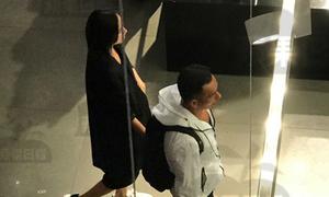 Bất chấp bị chửi mắng, kiều nữ TVB tiếp tục có bầu con thứ ba với tỷ phú sòng bài