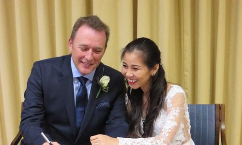 Cô gái Việt và lời cầu hôn ở bệnh viện của bạn trai bị ung thư