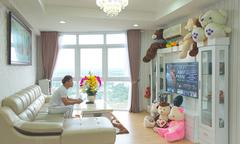 Ca sĩ Châu Khải Phong khoe căn hộ xinh xắn ở Sài Gòn
