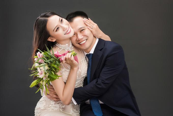 a-hau-dai-duong-2014-len-xe-hoa-voi-giang-vien-dh-ngoai-thuong-4