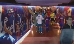 C. Ronaldo bắt tay chào hỏi Messi trong đường hầm