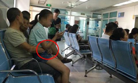 Chú thò tay vào quần cháu gái trong phòng chờ bệnh viện