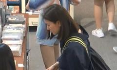 Bà xã Trương Trí Lâm giản dị khi đi mua sắm