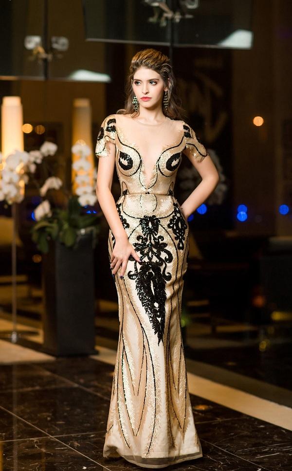 Siêu mẫu Andrea Aybar quyến rũ với đầm dạ hội của NTK Tuyết Lê