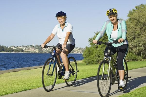 Đạp xe cũng là một cách tập thể dục để có được cơ bắp mạnh mẽ và một trái tim khỏe mạnh.