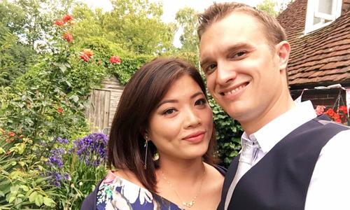 Tình yêu sét đánh của chàng trai người Anh và cô gái Việt mắc bệnh lạ