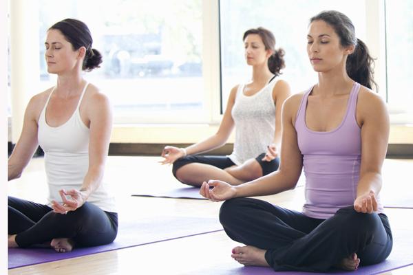 . Yoga rất có lợi cho xương sống - một trong những điều quan trọng nhất mà người trung niên cần quan tâm tới.